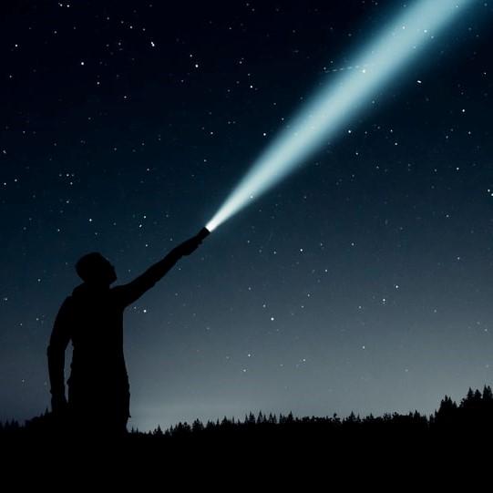 Bewust je licht laten schijnen op jezelf zorgt voor meer gelukservaring in het leven.